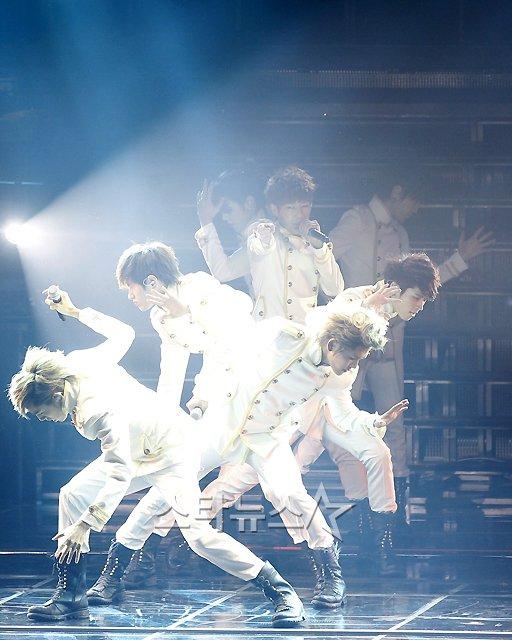 ۩Ξ۩ Infinite fan club ۩Ξ۩ ...  - صفحة 11 2012-infinite-concert-16