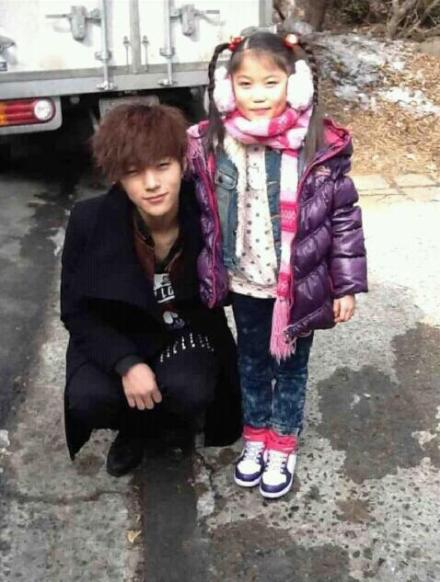 myungsoo with his young sisters on filming shut up flower